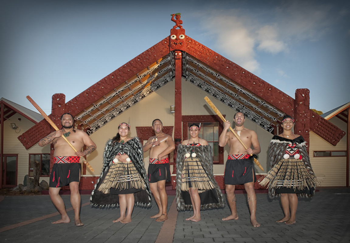 5 customs to know before entering a real Māori village